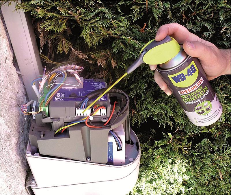 Avis - WD-40 Specialist • Nettoyant Contact • Spray Double Position • Elimine huile, dépôts gras, poussière, saleté, résidus de flux et condensation • Séchage Rapide • Non conducteur • 250 ML
